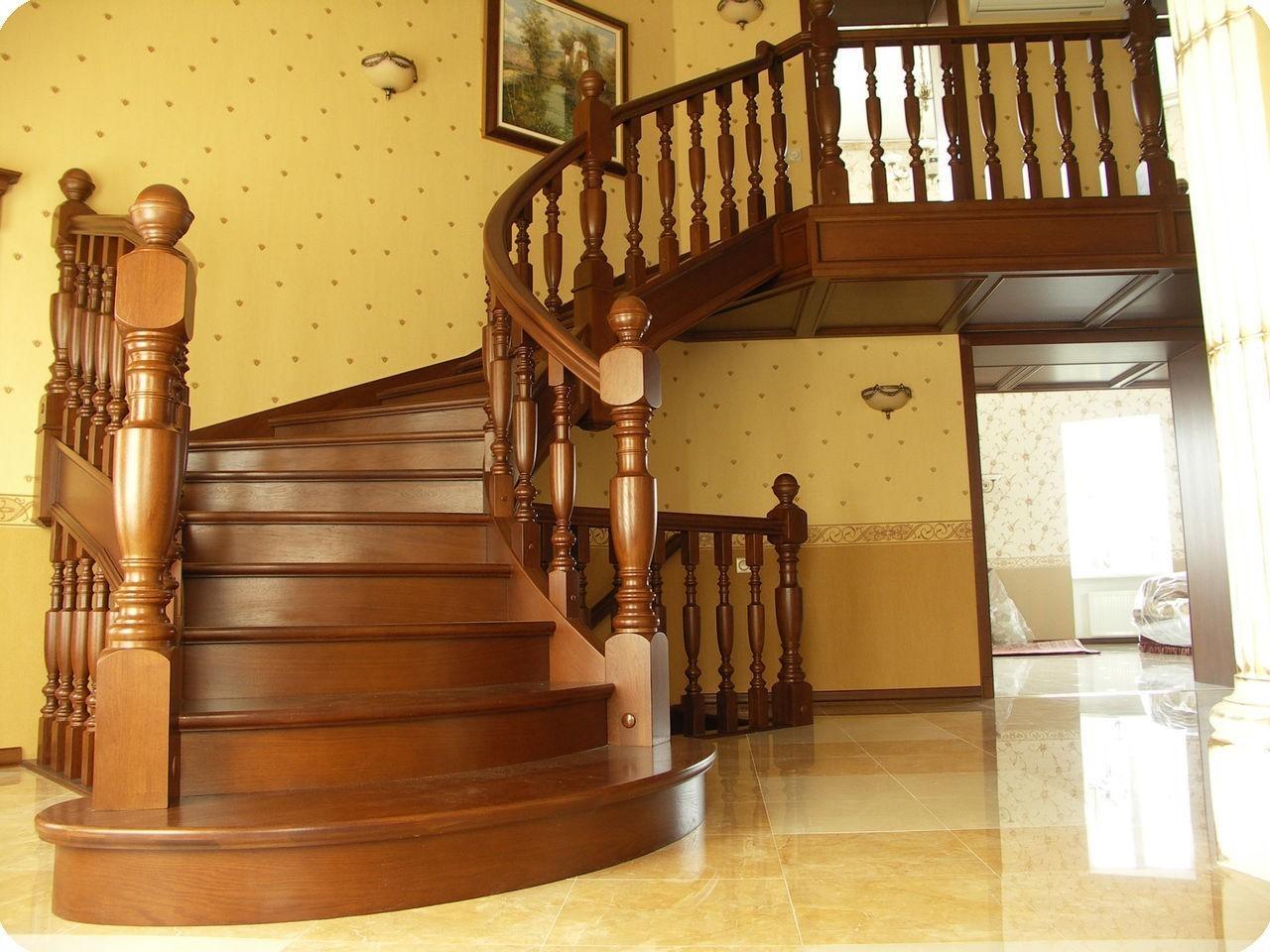 Виды и особенности деревянных лестниц