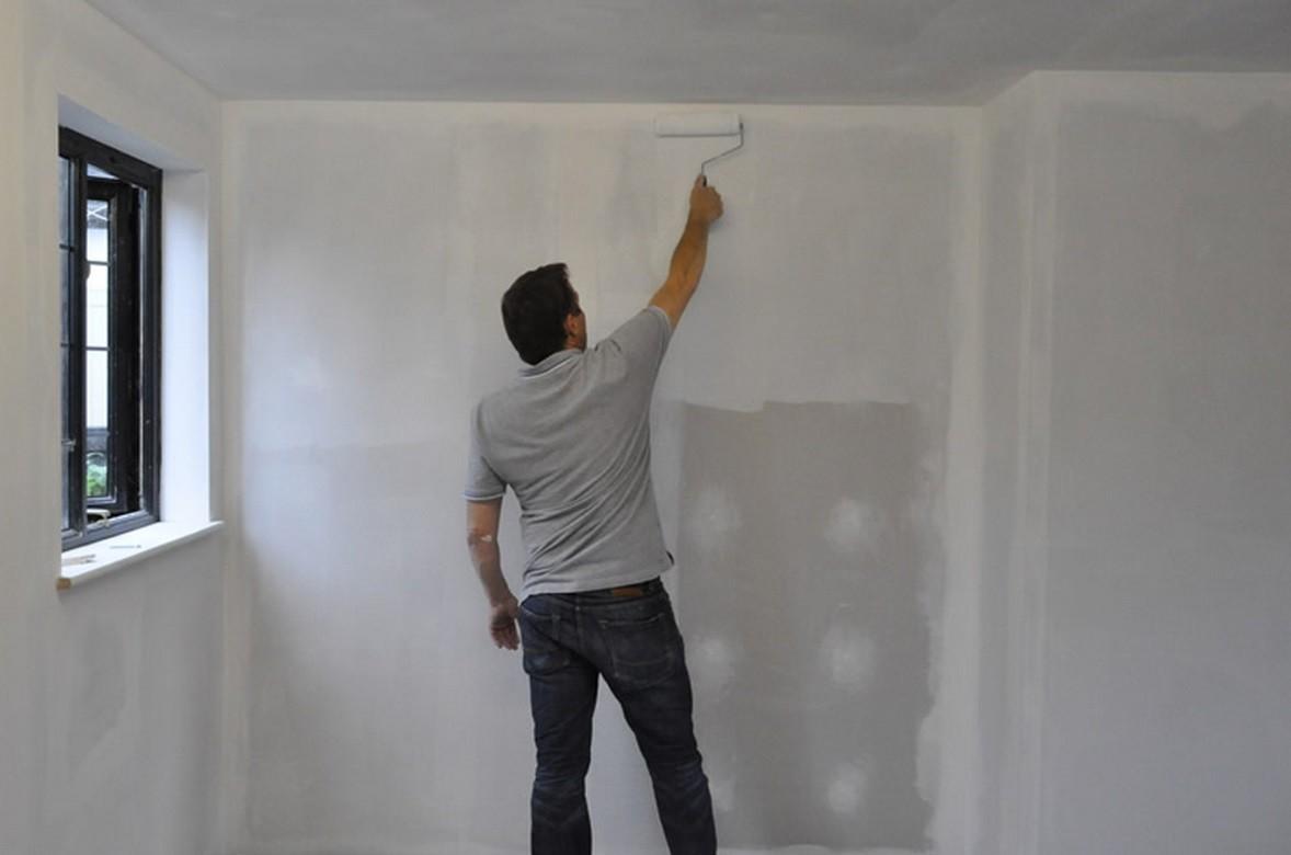 Грунтовка поверхности стен под оклейку обоями
