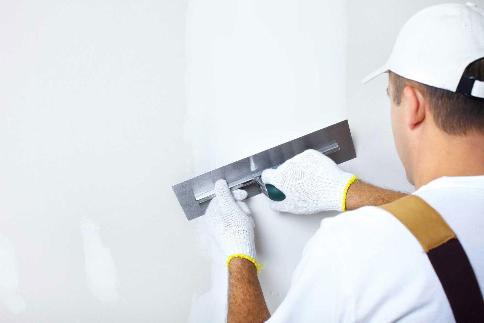 Как правильно подготовить стены под обои или покраску