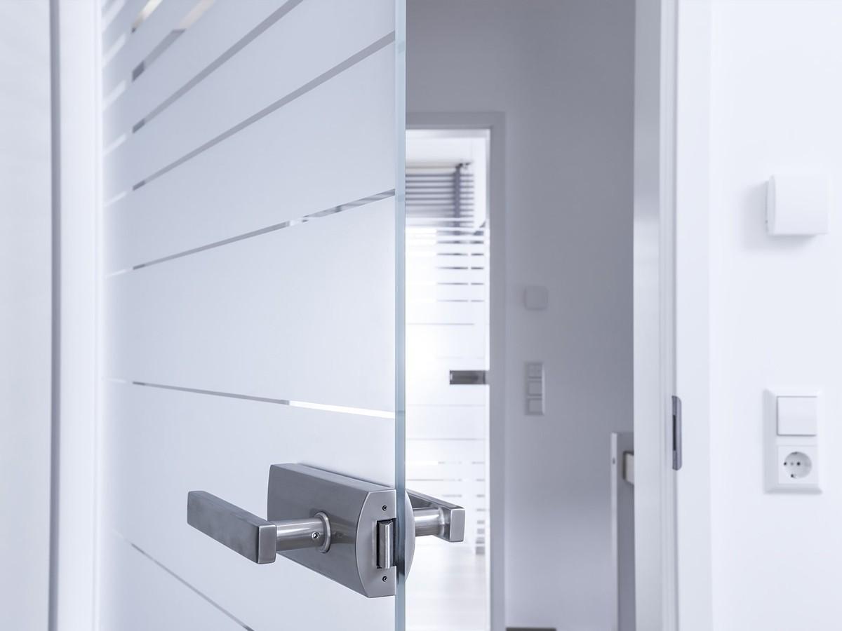 распашные модели дверей