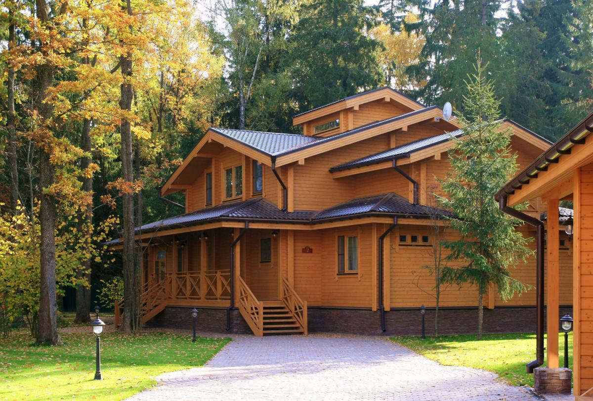Каким образом провести строительство деревянного дома