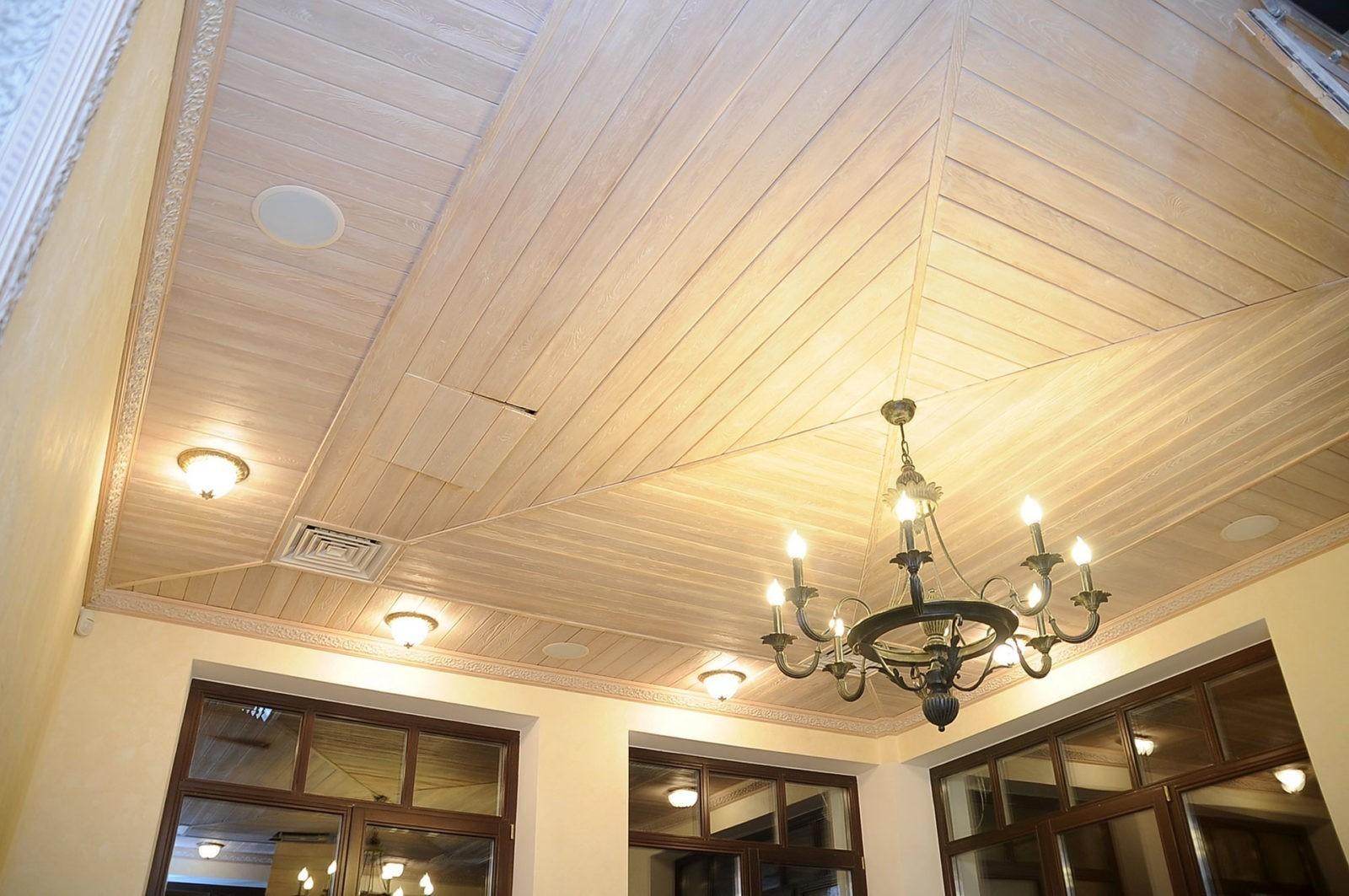 Как поднять потолок в деревянном доме?