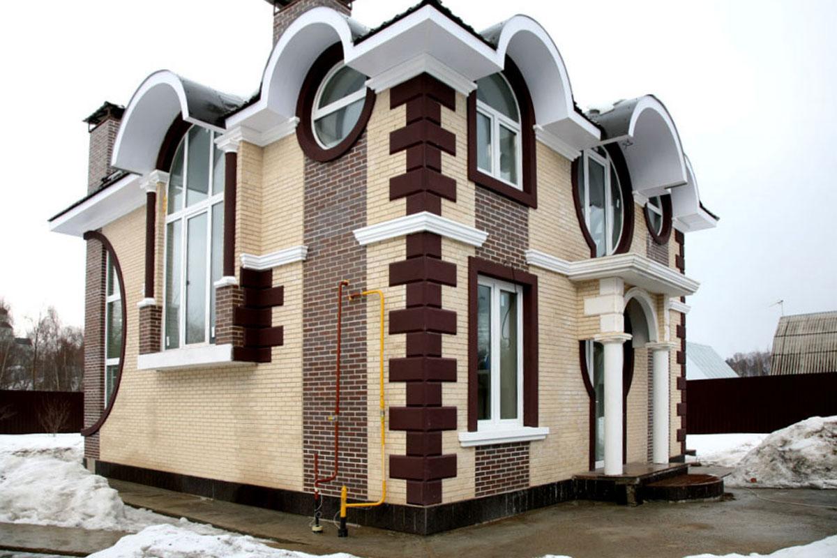 Украшаем фасад полиуретаном