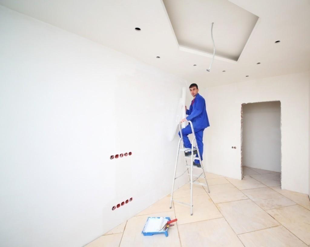 Как самостоятельно побелить потолок
