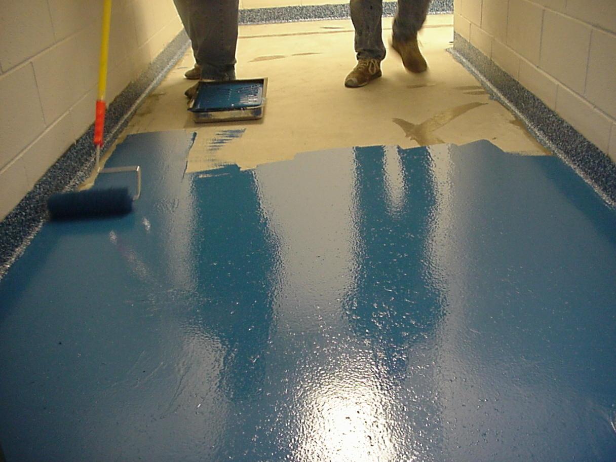 Какую краску выбрать для бетонного пола