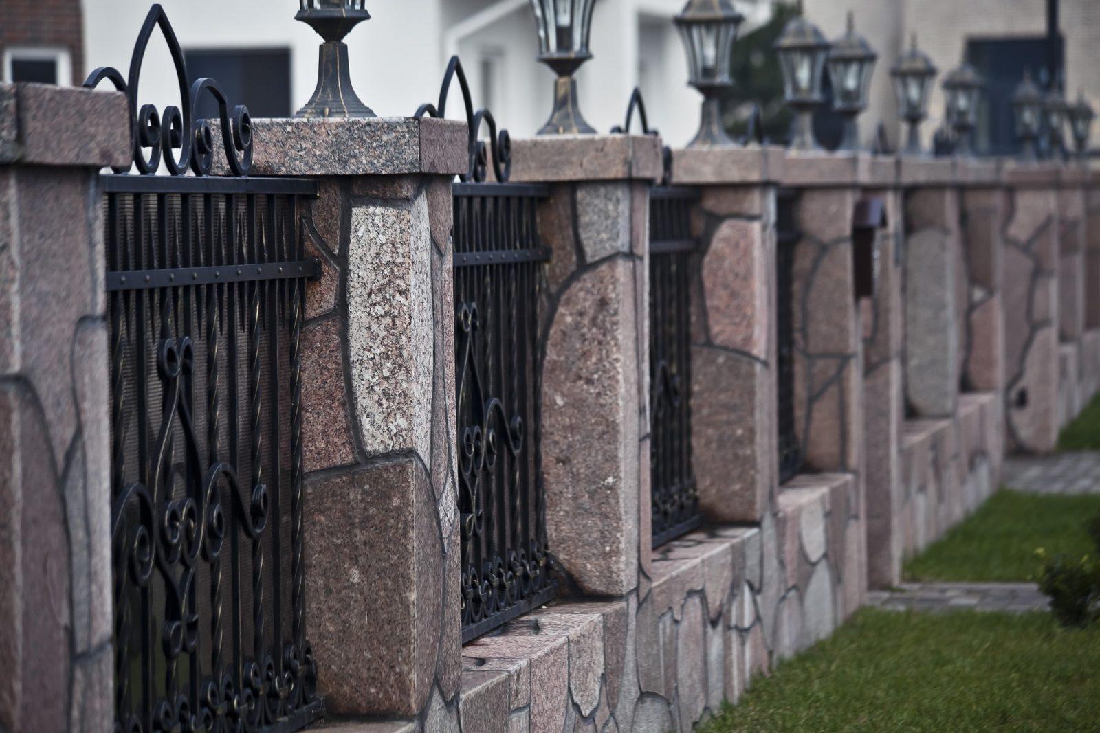 Каменные заборы из бутового и природного камня