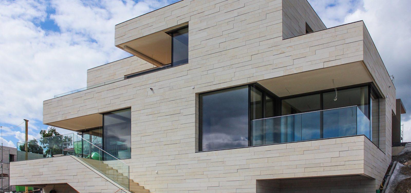 Натуральные и искусственные материалы для отделки фасадов