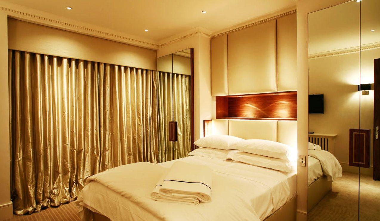 Оптимальные варианты освещения спальни