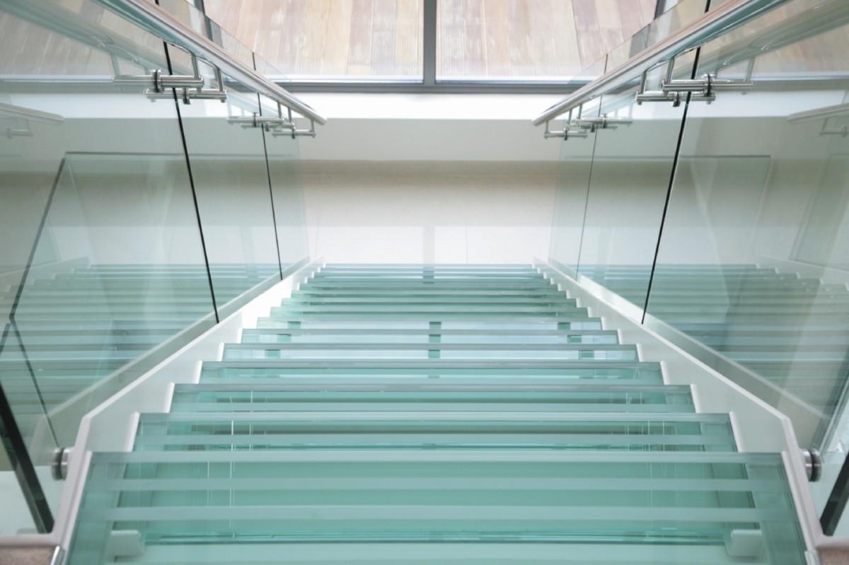 Выбираем стеклянные полы и лестницы